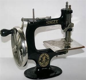 Old Singer Hand Crank Child's Sewing Machine Cast Iron ...
