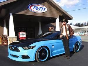 Richard Automobile : custom petty 39 s garage mustang auctioned for 125 000 about mustangs ~ Gottalentnigeria.com Avis de Voitures