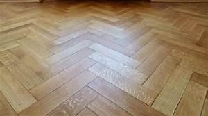Holz Versiegeln Gegen Wasser : die richtige pflege f r den werterhalt von holzoberfl chen ~ Lizthompson.info Haus und Dekorationen
