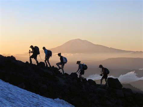 hal  sebaiknya tidak dilakukan  mendaki gunung