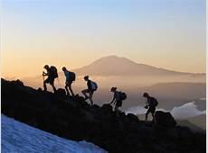 11 Hal Yang Sebaiknya Tidak Dilakukan Saat Mendaki Gunung