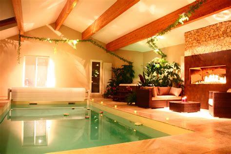 chambre jaccuzzi chambre avec cheminée piscine intérieure chauffée et