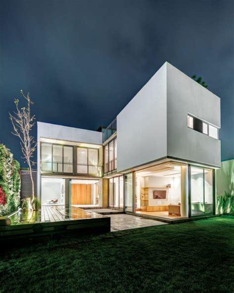 Modernes Haus L Form by Modernes Wohnhaus In L Form Wo Innen Und Au 223 En Verschmelzen