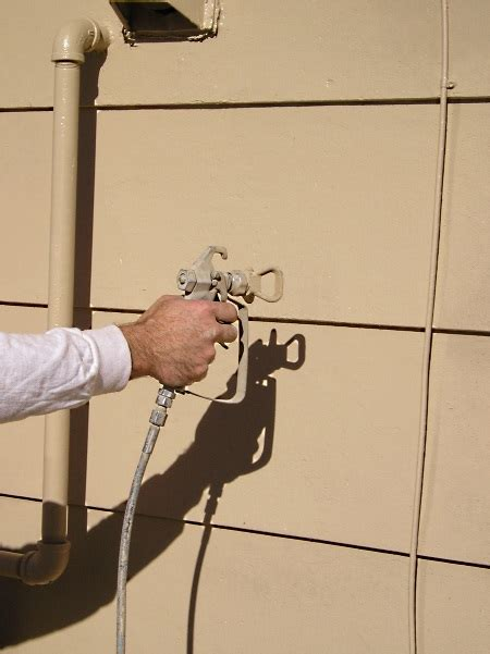 proper airless spraying method  house
