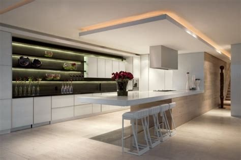 bande led cuisine 38 idées originales d 39 éclairage indirect led pour le plafond