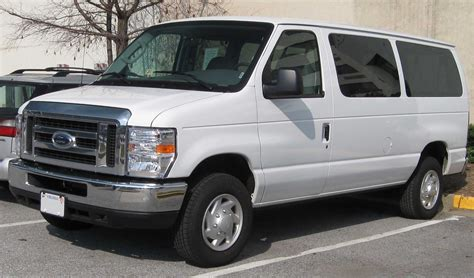 File:2008 Ford E Series wagon   Wikimedia Commons