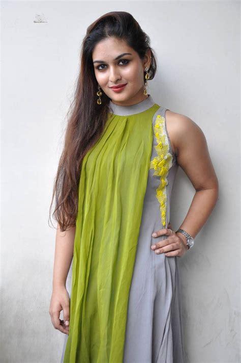 Bold Glamor Beautfull Actress Wallpapers