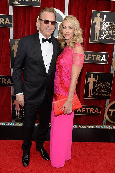 sag awards leading ladies light  red carpet  colourful gowns photo