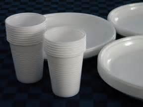 raccolta differenziata bicchieri di plastica rifiuti anche piatti e bicchieri di plastica nella