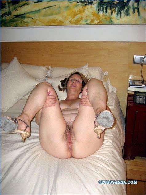 Hot Naked Amateur Spanish Milfs — 16 Xxx Pics