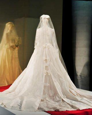 view    grace kellys wedding dress