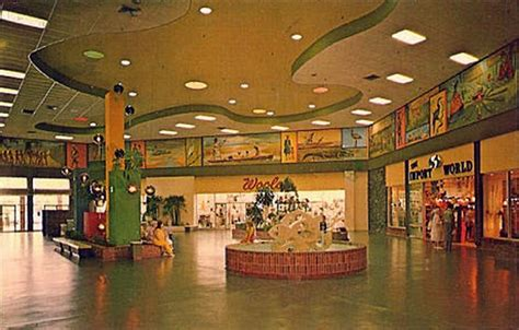 Malls of America - Vintage photos of lost Shopping Malls