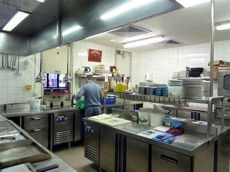 cuisine de restaurant aux normes dans le noir restaurant episode