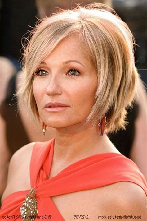 perfect layered bob hairstyle for women over 50 short