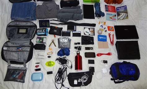 barang  wajib kamu bawa  traveling