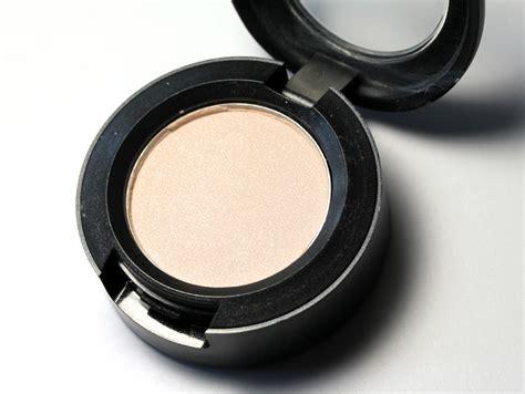 mac vanilla eyeshadow makeup beauty blog
