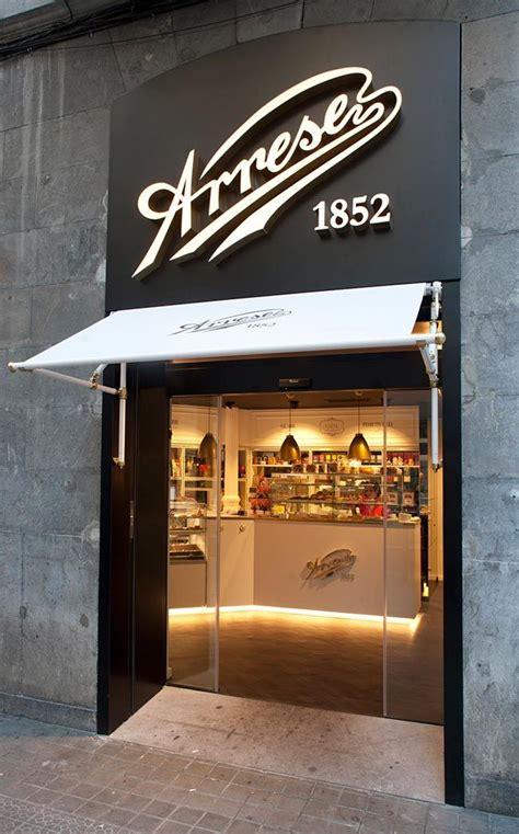 una confiteria muy elegante en blanco  negro  elegant black white pastry shop vintage