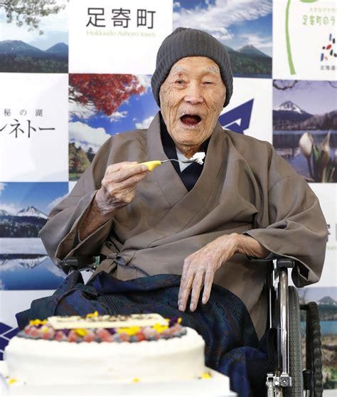 Japānā 113 gadu vecumā miris pasaules vecākais vīrietis ...