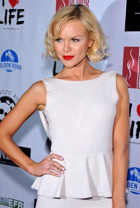 anya monzikova classic short bob haircut  blonde