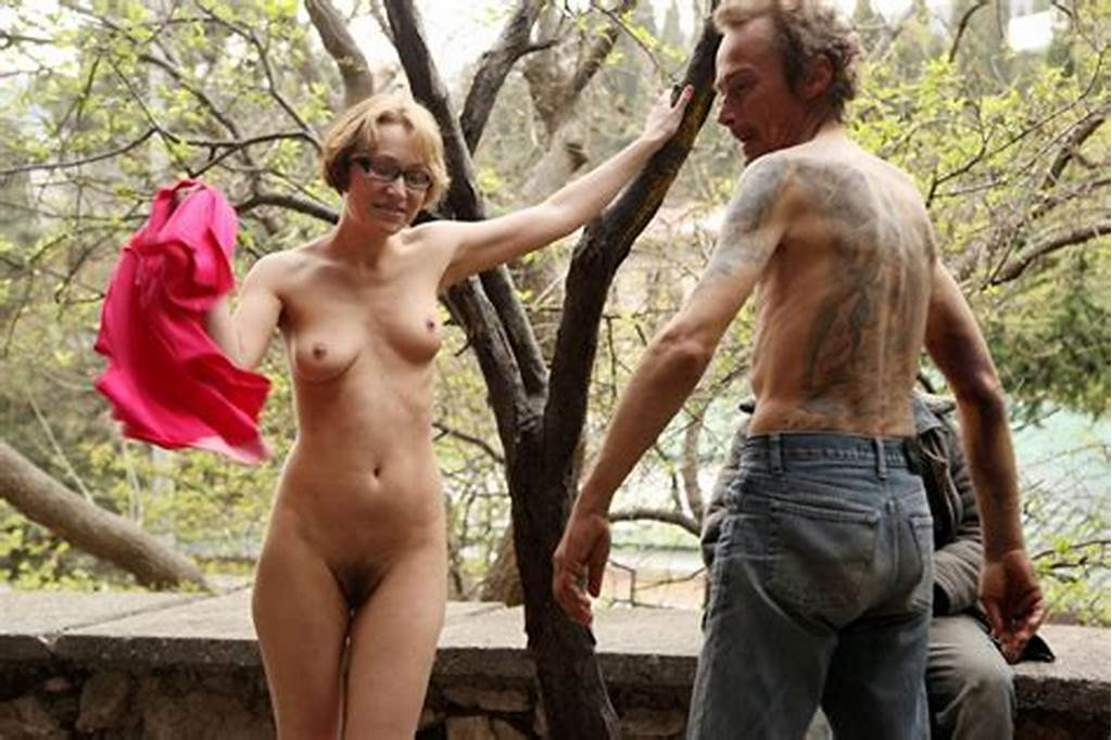 #Russian #Flasher #Inna #Posing #Naked #With #Homeless