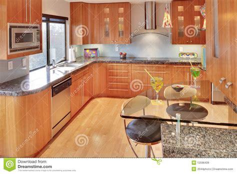 modele cuisine bois moderne cuisine contemporaine moderne superbe image stock image