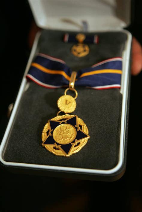 medal  valor  awarded  public safety officers
