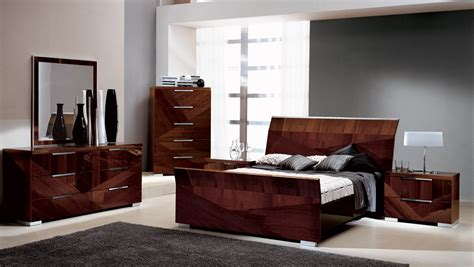 modern italian lacquer bed