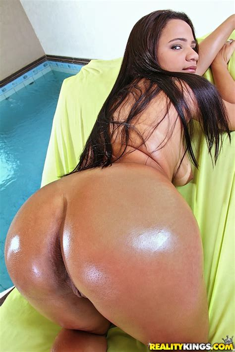 Hot Latina Angelika sheds shorts to bare big booty & fuck cowgirl by the pool - PornPics.com