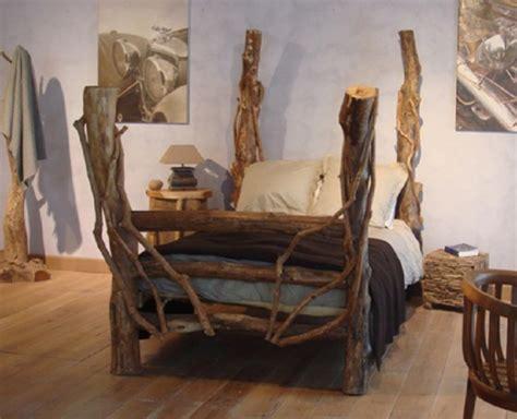 chambre pour une nuit en amoureux des lits hors du commun fabriqués avec un arbre bricobistro