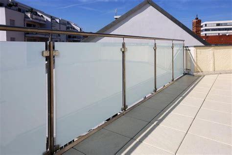 balkongeländer glas edelstahl edelstahl gel 228 nder mit blickdichtem glas