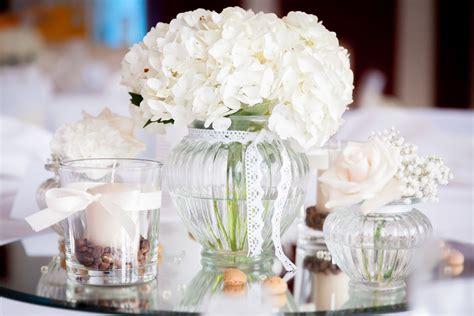 blumenschmuck hochzeit hortensien elegante tischdekoration mit wei 223 en hortensien moodboard marco