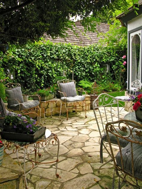 Patio Areas In Gardens by Best 25 Patio Ideas On