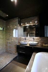 les 25 meilleures idees de la categorie pierre naturelle With carrelage adhesif salle de bain avec spot led cuisine design