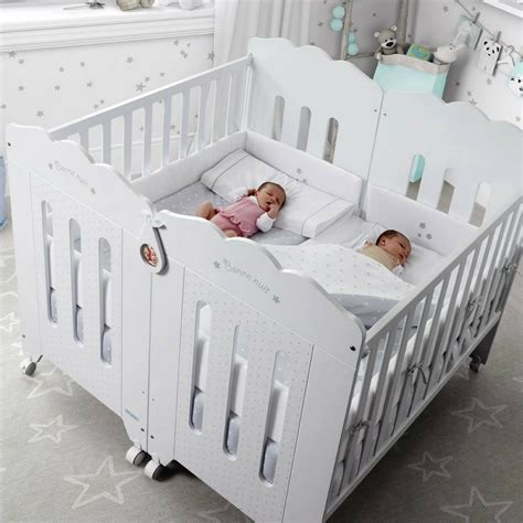 chambre jumeaux bébé lit jumeaux jumelles lits design spcial jumeaux le