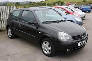 Engine Bay Renault Clio