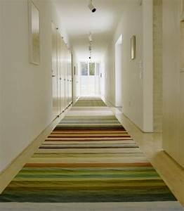 12 tapis de couloir au design unique pour un hall d39entree With tapis couloir avec canapé house doctor