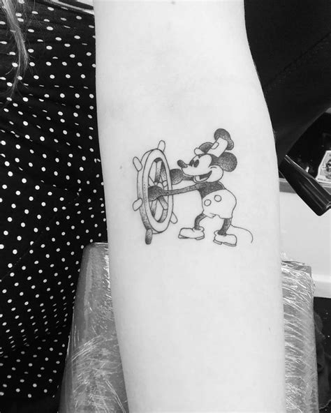 Steamboat Willie Tattoo by Best 25 Steamboat Willie Ideas On Pinterest Mickey