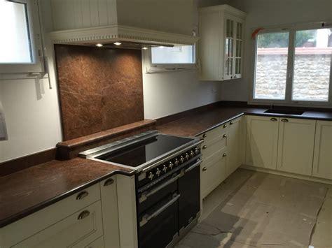 tapis plan de travail cuisine plan de travail en granit pour cuisine ralisation du0027un plan de travail en granit noir z