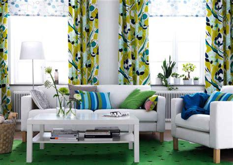 housse de canapé en six façons d 39 aménager un même salon