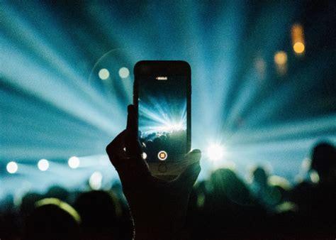mengambil gambar konser  ponsel