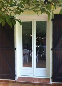 Pose d39une porte fenetre pvc blanc a meounes menuiserie for Pose porte fenetre