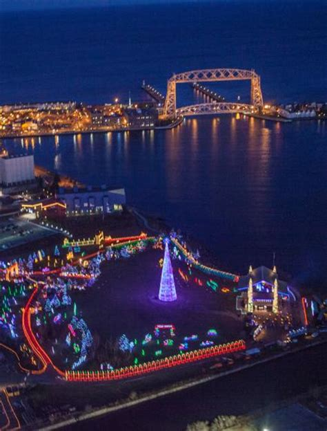 duluth xmas light tour 30 great places to see lights midwest living