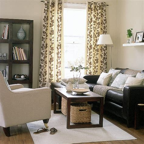 Brown Sofa Decorating Living Room Ideas by Brown Living Room Decor Relaxed Modern Living