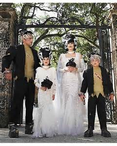 Matching Family Halloween Costumes Ideas