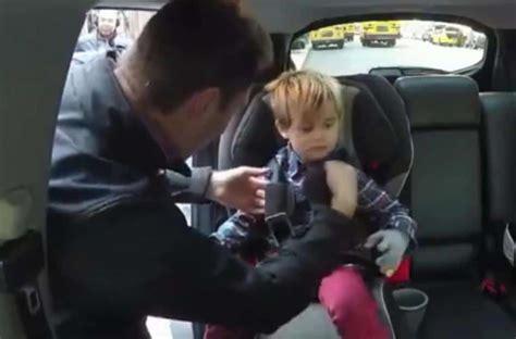 attache siege auto ne faites surtout pas ça lorsque vous attachez bébé dans