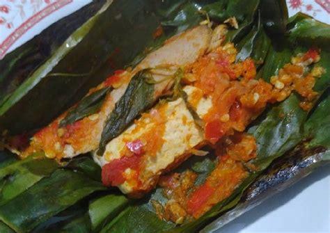 Tambahkan irisan bawang merah dan bawang putih kedalam tahu yang sudah halus, aduk rata. Resep Pepes Tongkol & Tahu Kemangi Sederhana oleh Syahrony ...