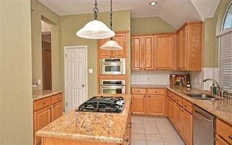 light tan kitchen cabinets what color to paint cabinets and walls for tan granite