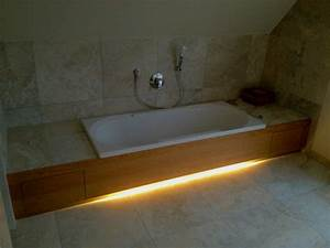 Badezimmer Beleuchtung Wand : badewanne einfliesen genie en sie die sch nen vorschl ge ~ Michelbontemps.com Haus und Dekorationen