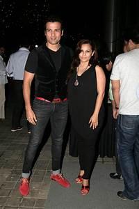 Bollywood stars celebrate Subhash Ghai's wife's birthday ...