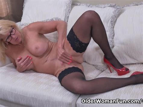 Canadian Milf Bianca Strips Off And Plays Free Porn